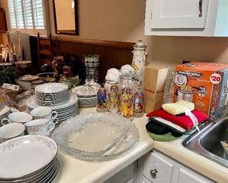 Kitchen items… Wizard of Oz glasses