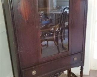 Single door and drawer China cabinet