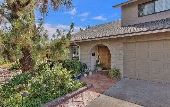 Beautiful home in the Dobson Ranch Area! Artistic, well-maintained home has so many wonderful items available for the sale.