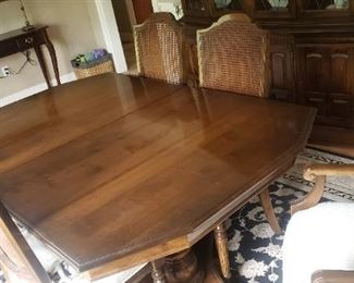 Dining Room Table w/2 leaves, 6 Chairs