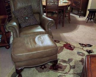 Leather Lounge Chair w Ottman  very nice
