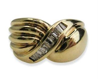 Beautiful Diamond Ring in 10kt Yellow Gold