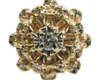 Very Pretty Diamond Cluster Ring in 14kt Yellow Gold