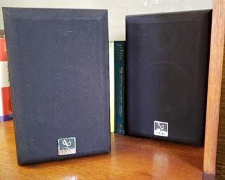 Infinity bookshelf speakers