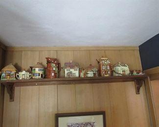 Lots of vintage teapots including mini teapots