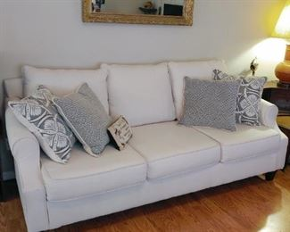 Lovely cream sofa in great condition