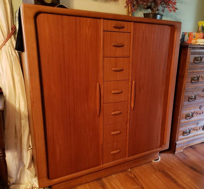 Mid-century modern teak man's chest with tambour doors, this will hold almost an entire man's wardrobe
