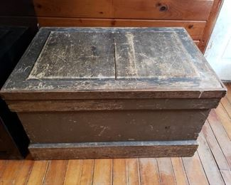 Vintage hand crafted gray painted tool box. Picture 1