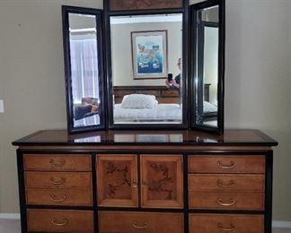 Vintage 1970s Bassett Chinoiserie  Queen 5-pc Bedroom Set: Dresser With Mirror
