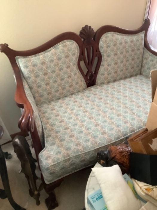 Precious settee 195. Buy now