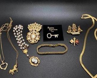 Vintage Goldtone Jewelry Lot