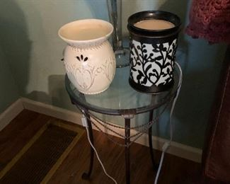 Pretty little candle warmers.