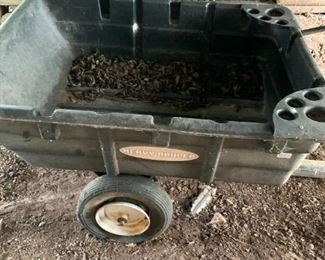 Nice little garden cart - has one bad tire.