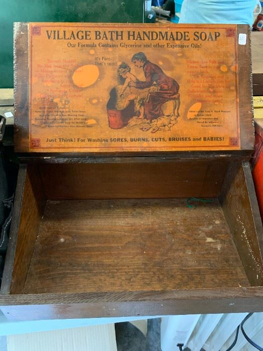 Is this a great old box or what?
