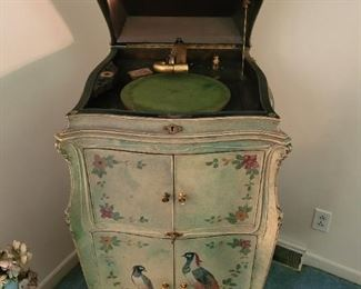 Early 1900s Victor talking machine