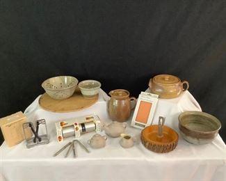 8 Pottery Kitchen
