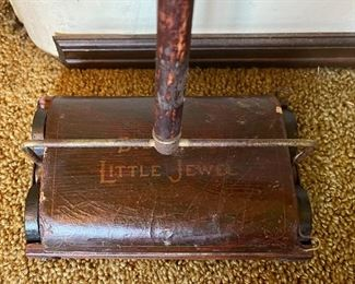 Bissell Little Jewel children's sweeper 1940s-50s wirh handle . . . works like a champ!