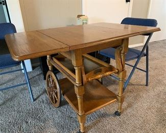 Maple tea cart in excellent condition
