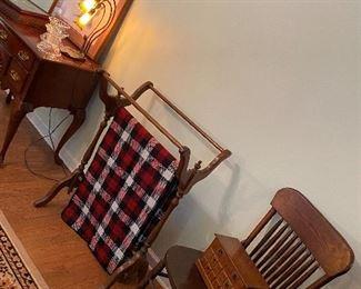 Quilt/blanket rack