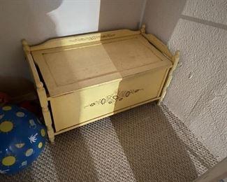 . . . a cute vintage toy box