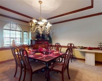 Queen Anne dining room table w/8 chairs