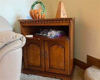 Side piece ~ top swivels and has pull out shelf w/bottom cabinets and inside shelf