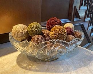 Glass bowl w/rope decor balls