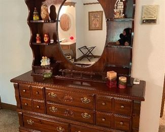 8 drawer chest of drawers w/shelved mirror