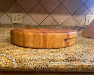 Round solid wood cutting board