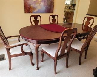 Thomasville mahogany dining rooms at excellent condition with 6 chairs and 2 leaves