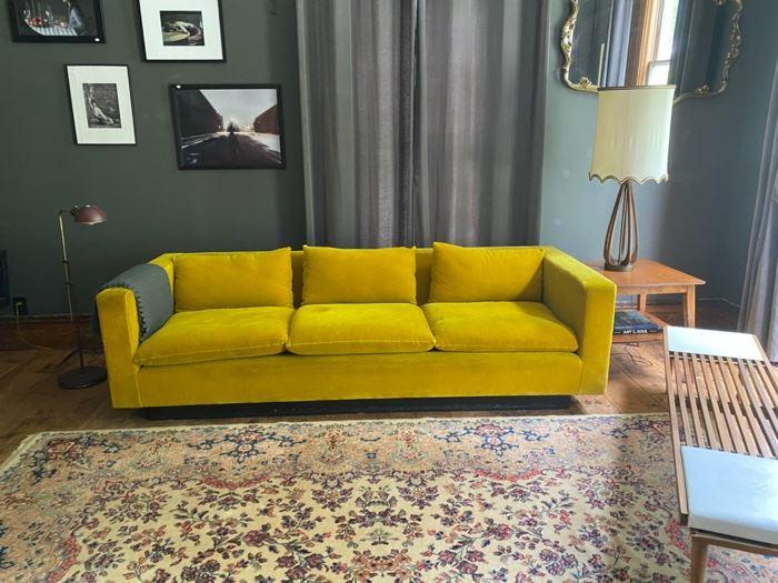Stending sofa