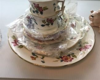 """Wedgwood """"Chinese Flowers""""  5 pc place setting plus extras"""