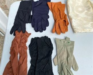 6 Gloves with Pouch $12.00