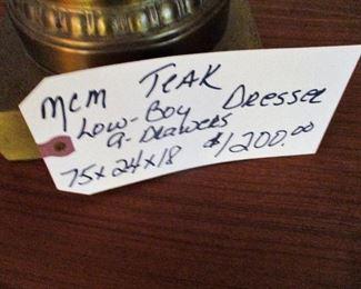 $1.200.00  MCM TEAK LOW BOY DRESSER WITH 9 DRAWERS, PRISTINE CONDITION 75X24X18