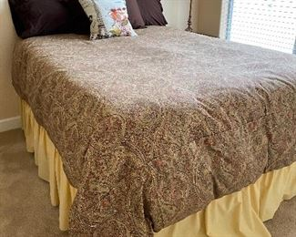 Queen Size Comforter and bed skirt