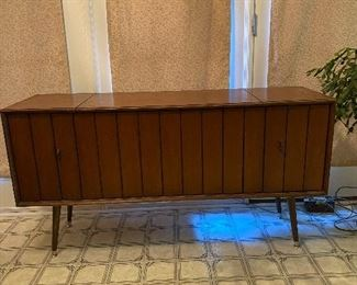 Zenith 1960's (mid century)stereo system with attachment for head phones, needs some restoration work, great piece for it's age.