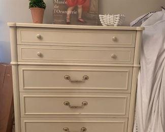 THOMASVILLE 5 Drawer Dresser  In MINT CONDITION !