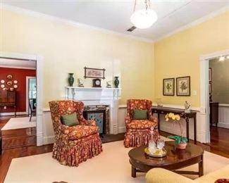 Jypsy Junkers Living Room