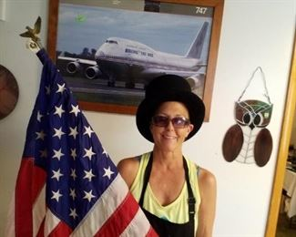 Flags, owls, airplane pictures and Fritz!!!