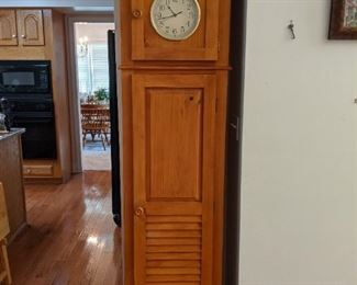 Clock cabinet