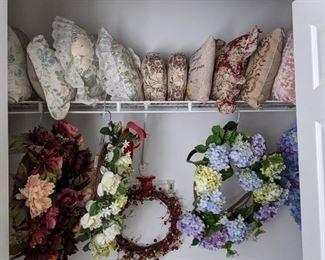 Decorative pillows, wreaths