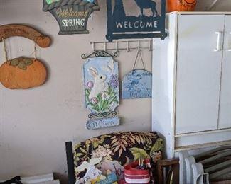 Hanging welcome/seasonal signs