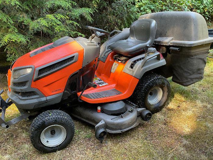 Husqvarna Mower / Tractor YT48DXLS - 1700 Hrs, runs terrific.