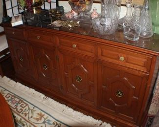 buffet, four drawers over cabinets; removable glass top