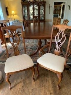 American Drew  Dining room table, China Cabinet, 8 chairs