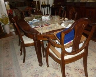 Dining Room Table w/leaves & 6 chairs