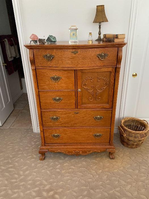 Lexington 1980's vintage replica, gorgeous-quality furniture!