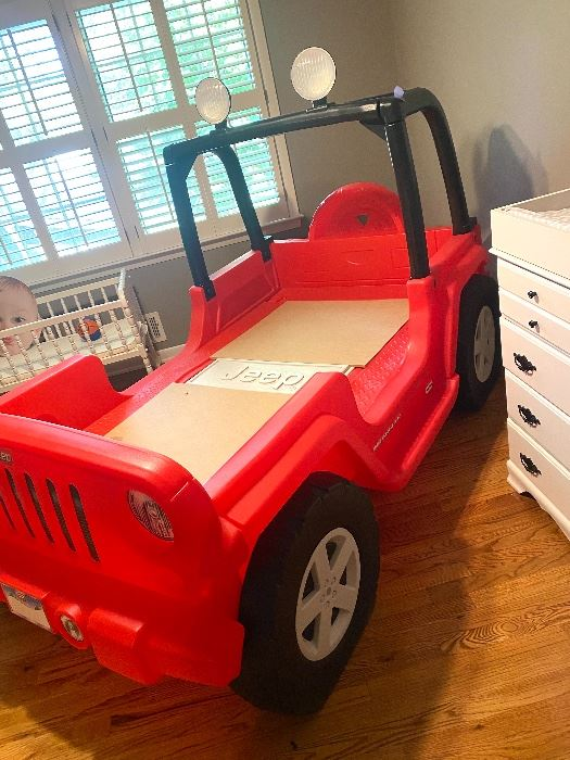 Super cool Little Tykes Jeep Bed!
