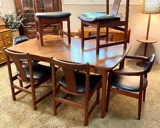 Mid century dining table with 6 chairs and 2 leaves.