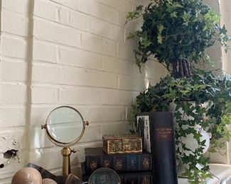 Vintage and new accessories for drawing room, library, topiaries, flowers, lamps and magnifying glasses